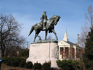 Reiterstandbild des Südstaaten-Generals Robert E. Lee in Charlottesville (USA, Virginia)