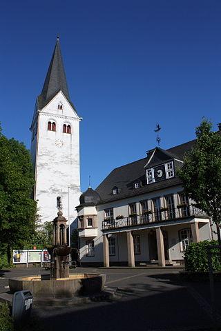 Rathaus und evangelische Kirche von Wiehl